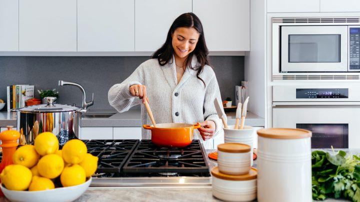 Zestaw mebli kuchennych – mat czy połysk?